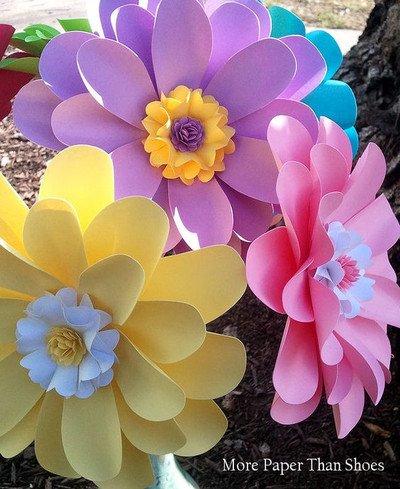 Как делать большие цветы из бумаги